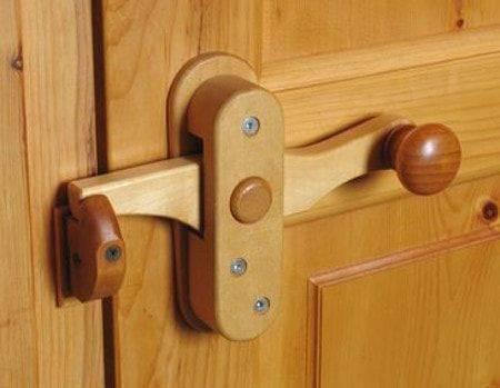 Как сделать защелка на двери своими руками